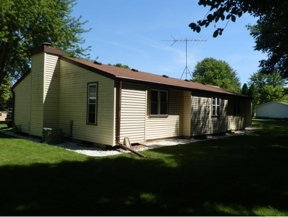 Photo of home for sale at 811 HERITAGE TR HERITAGE TR, Oshkosh WI