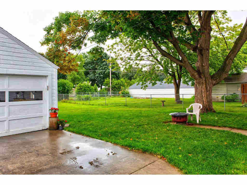 Photo of home for sale at 828 NEVILLE AVE NEVILLE AVE, Green Bay WI