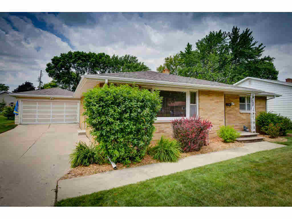 Photo of home for sale at 853 VOELKER VOELKER, De Pere WI
