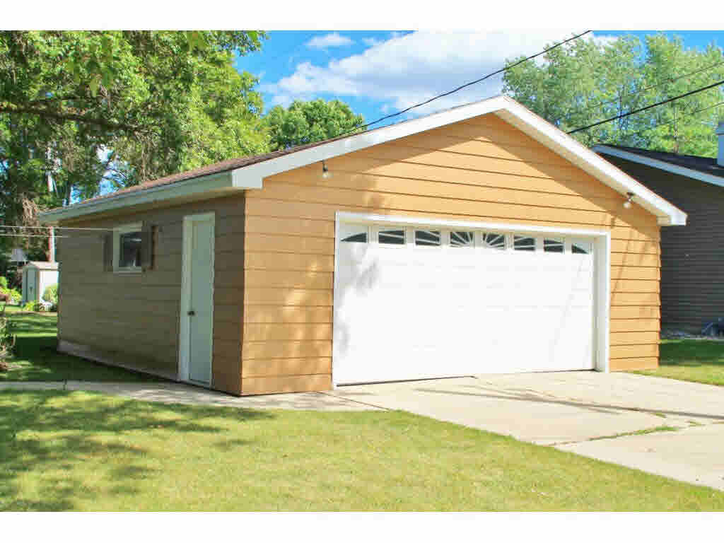 Photo of home for sale at 80 18TH ST 18TH ST, Fond Du Lac WI