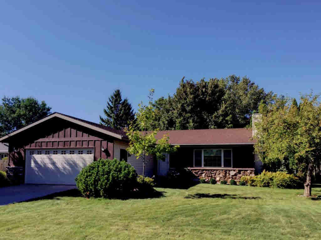 Photo of home for sale at 1163 PARK VILLAGE DR PARK VILLAGE DR, Neenah WI