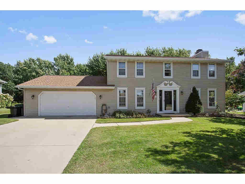 Photo of home for sale at 1260 HILLCREST HTS HILLCREST HTS, Green Bay WI