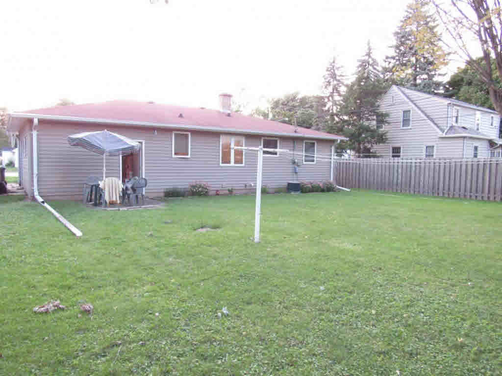 Photo of home for sale at 1712 N MEADE ST MEADE ST N, Appleton WI