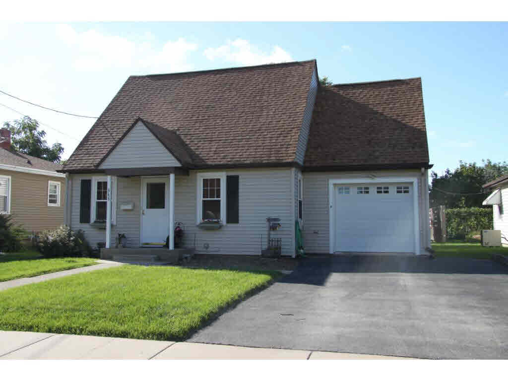 Photo of home for sale at 343 9TH ST 9TH ST, Menasha WI