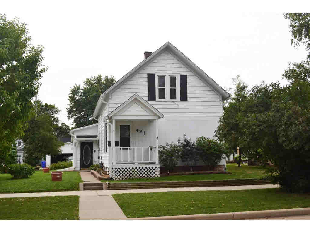 Photo of home for sale at 421 KLEIN ST KLEIN ST, Kaukauna WI