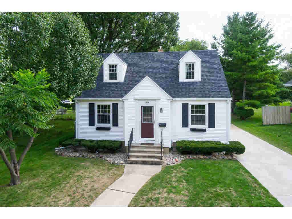 Photo of home for sale at 1624 DELAWARE ST DELAWARE ST, Oshkosh WI