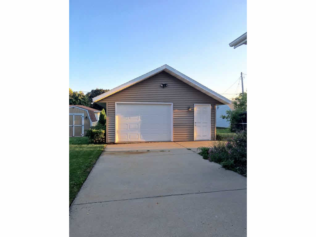 Photo of home for sale at 732 E MURRAY MURRAY E, Appleton WI