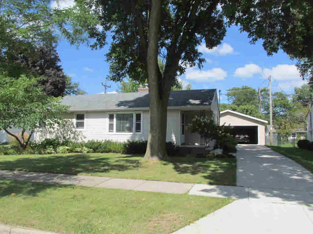 Photo of home for sale at 218 E PERSHING ST PERSHING ST E, Appleton WI