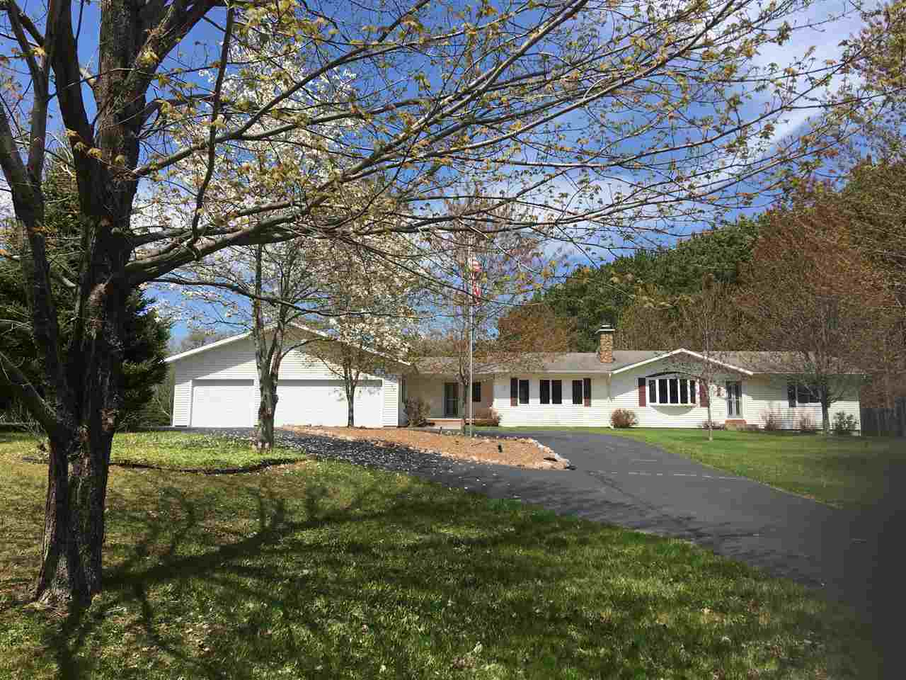 View Single-Family Home For Sale at 2254 W WOODRIDGE DRIVE, Marinette, WI