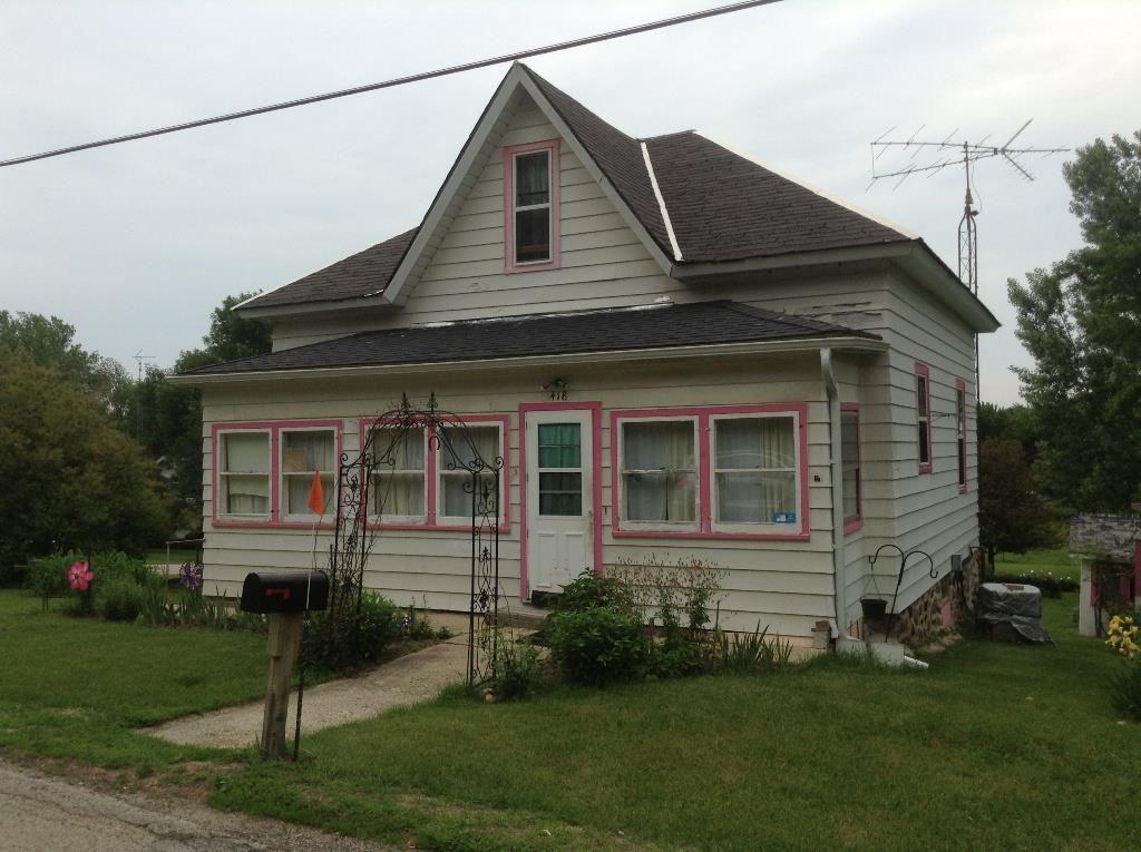 418 E 2nd St, Marquette, WI 53947
