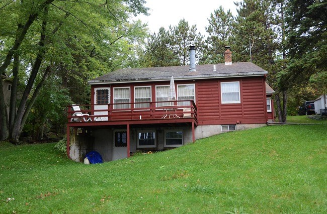 W11095 LAKEVIEW DR, Caledonia, WI 53561