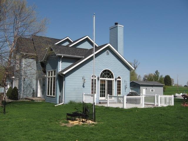 W10294 Shorecrest Dr, Fox Lake, WI 53933