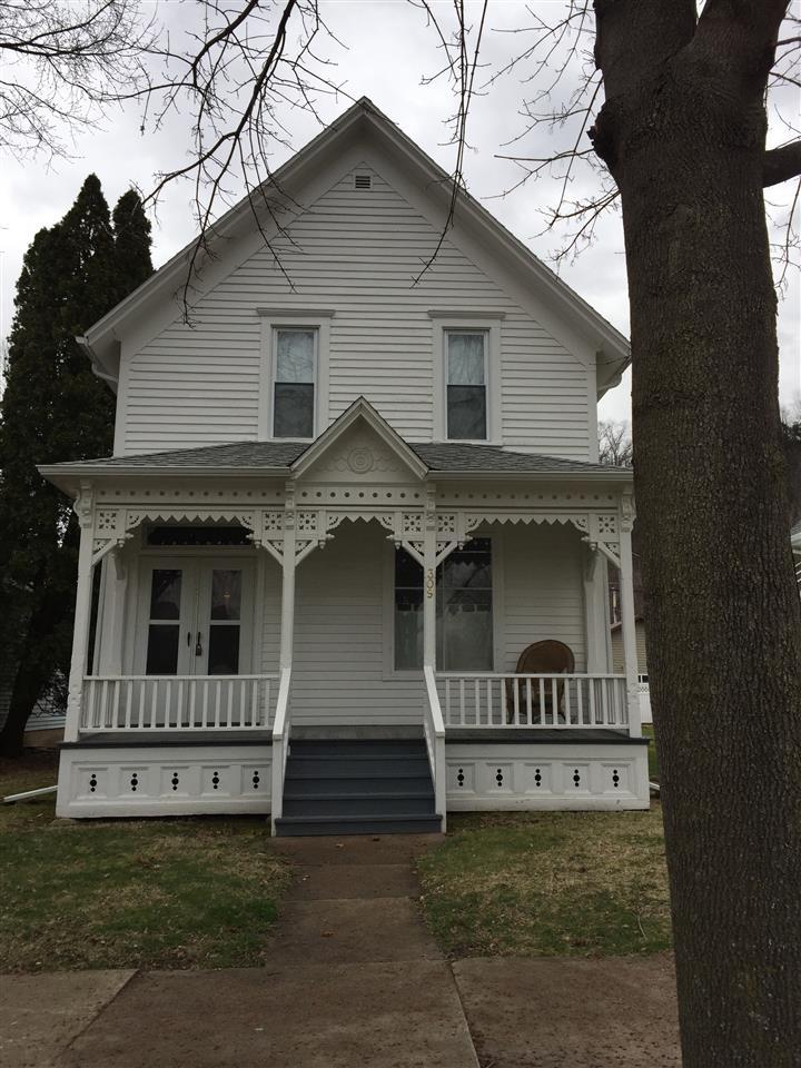309 W Dewey St, Cassville, WI 53806