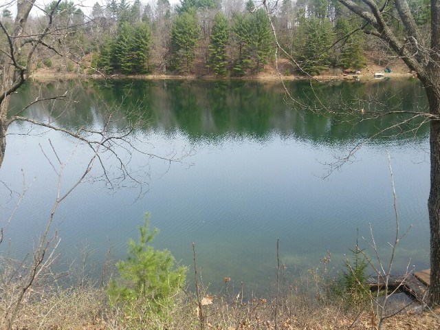 328 FISH LN, Jackson, WI 53952