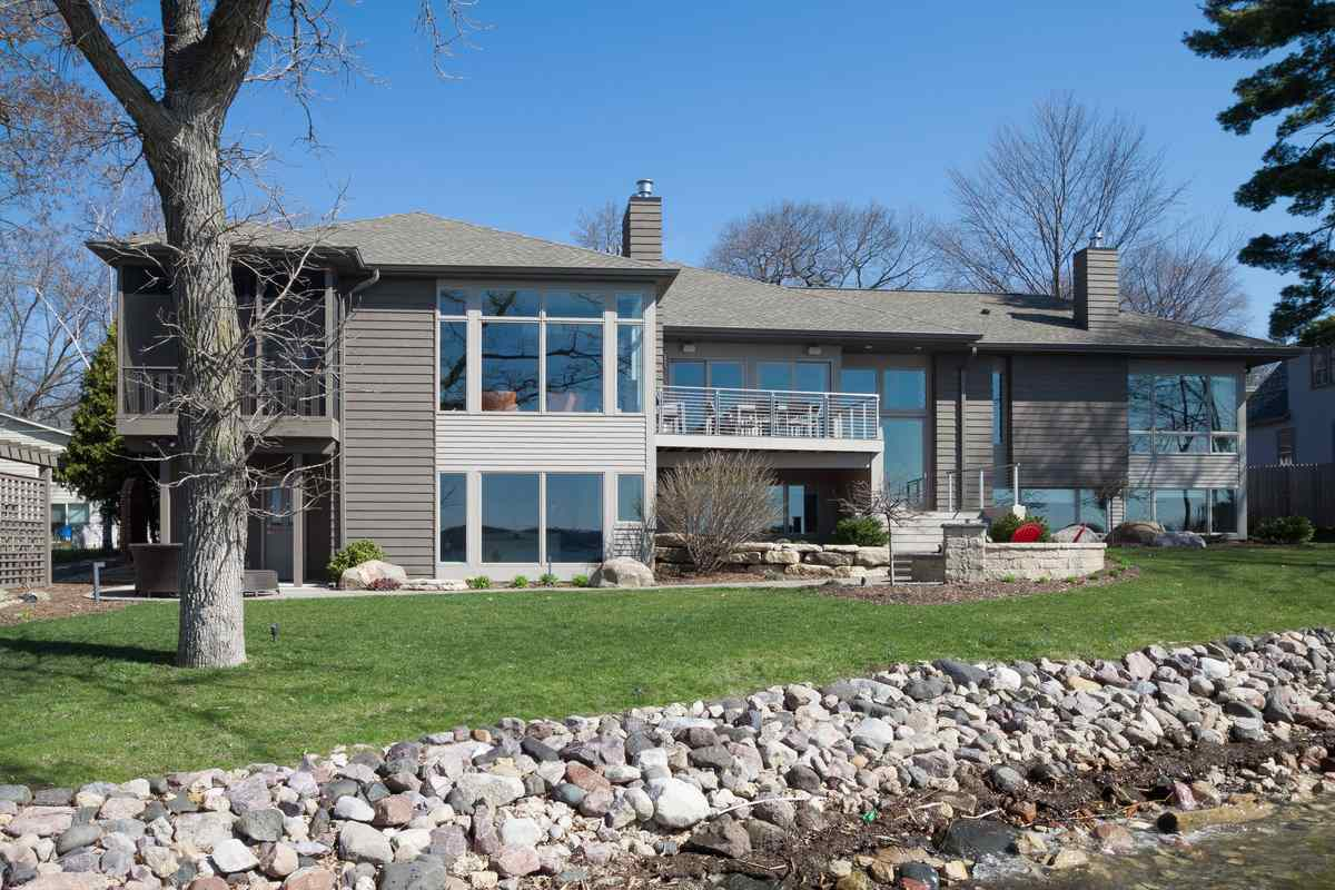 Million dollar homes in middleton wi for Home builders in wisconsin