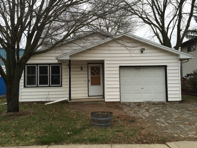 A cozy house ready for a new family. This ranch home features nice wood floors, fresh paint, new stove, open floor plan, attached garage and a nice size back yard with mature trees. Seller offering $500 home warranty to O/O buyers. This property is eligible for the Freddie Mac First Look Initiative through 04/06/16.  All measurements approx.