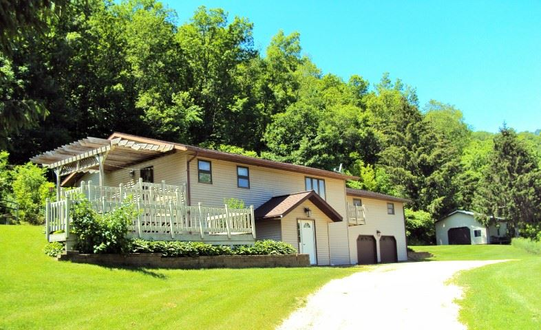 15758 Pine Valley Rd, Sylvan, WI 53581