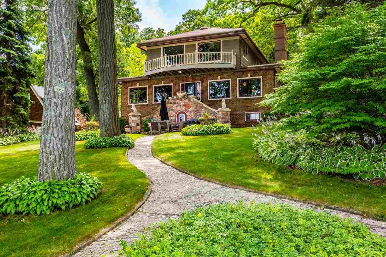 Lake mendota waterfront homes nelson associates realtors for Wi home builders