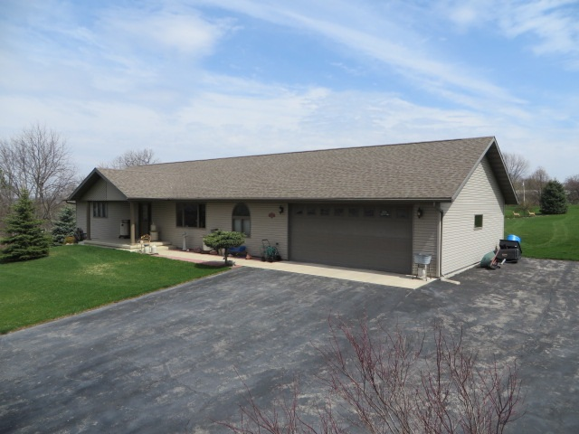 333 Charlevoix St, Marquette, WI 53947