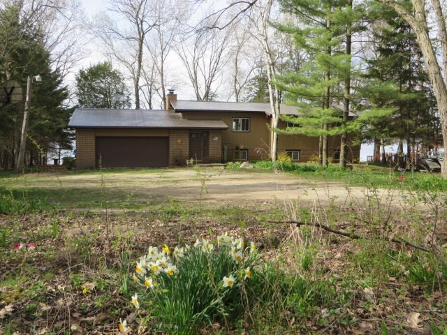 W6234 Lakeview Dr N, Marquette, WI 53946
