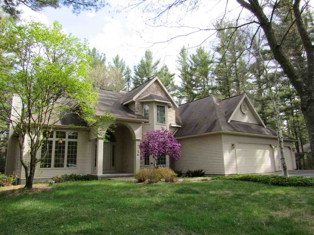 3530 Enchanted Dr, Grand Rapids, WI 54494