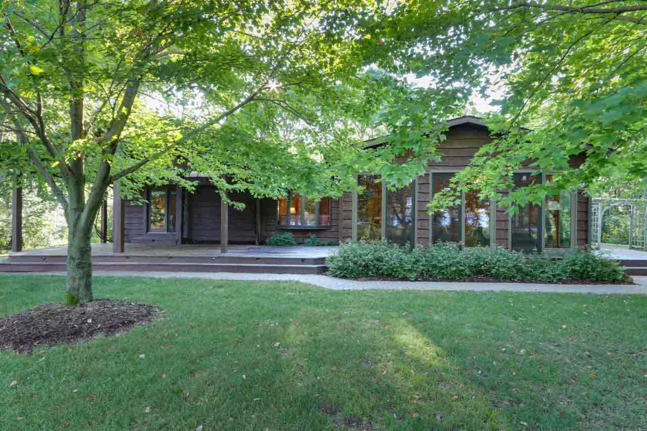 2215 TOWN RD, Quincy, WI 53934