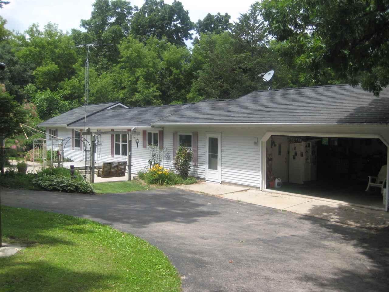 W6802 Puckaway Rd, Marquette, WI 53946