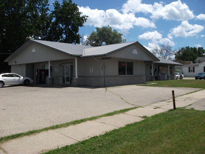 203 Center Ave 1, Janesville, WI 53545
