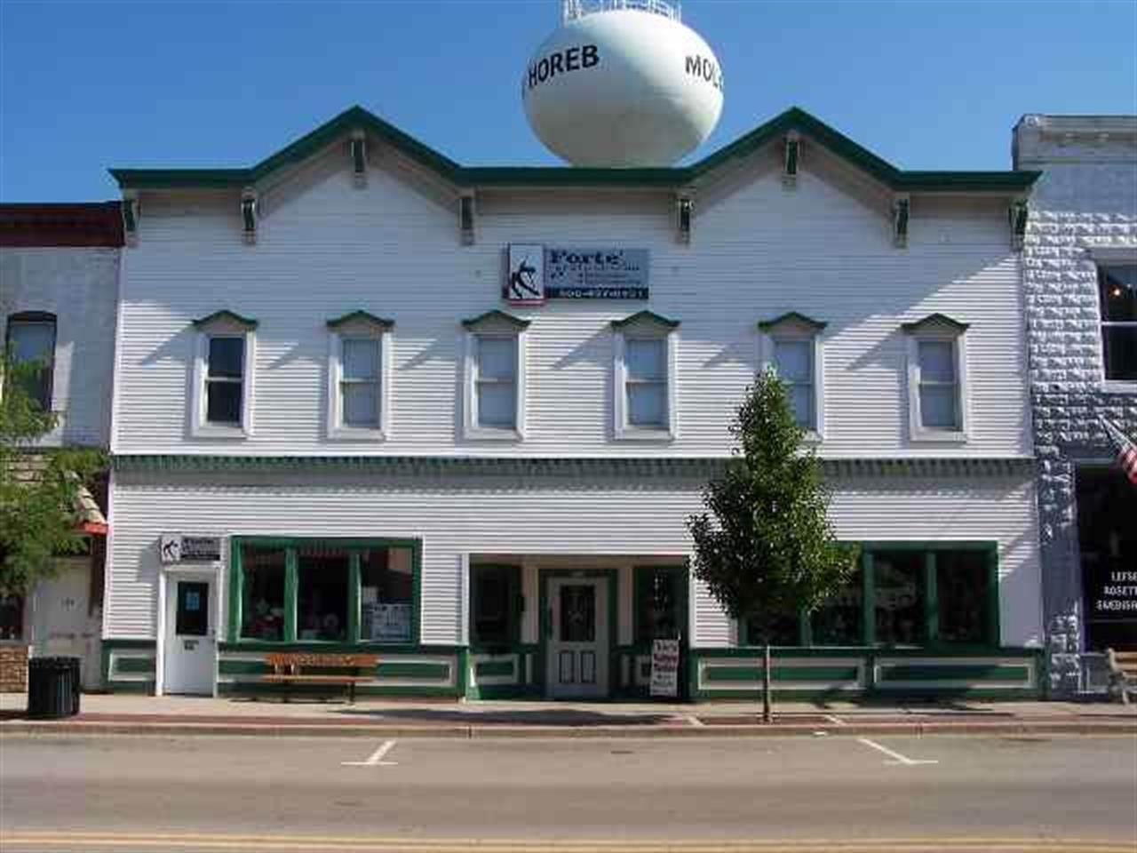 126 E Main St, Mount Horeb, WI 53572