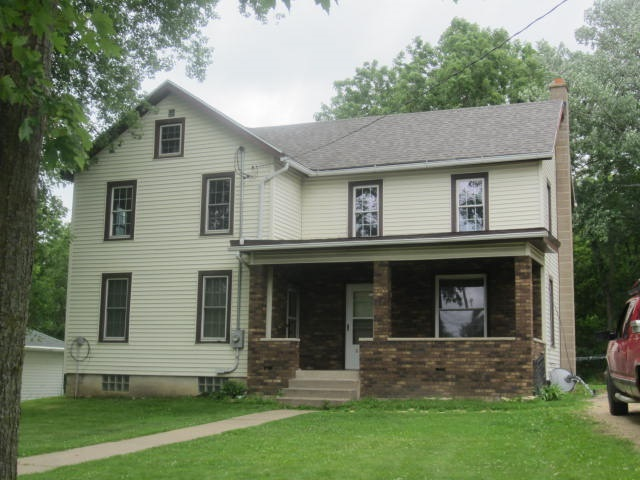 820 4th St, Bloomington, WI 53804
