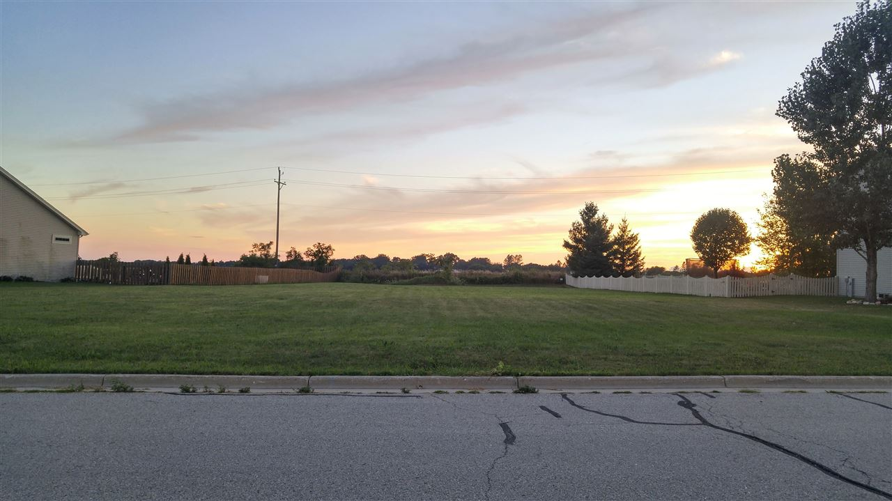 296 S Stonefield Rd, Elkhorn, WI 53121