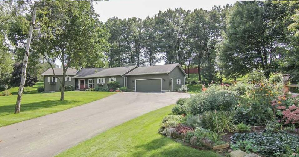 9571 Overland Rd, Perry, WI 53572
