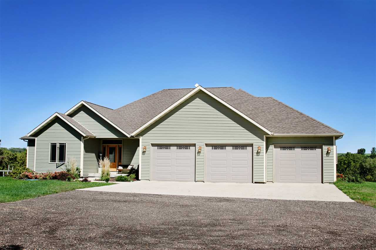 1994 Long Valley Rd, Moscow, WI 53544