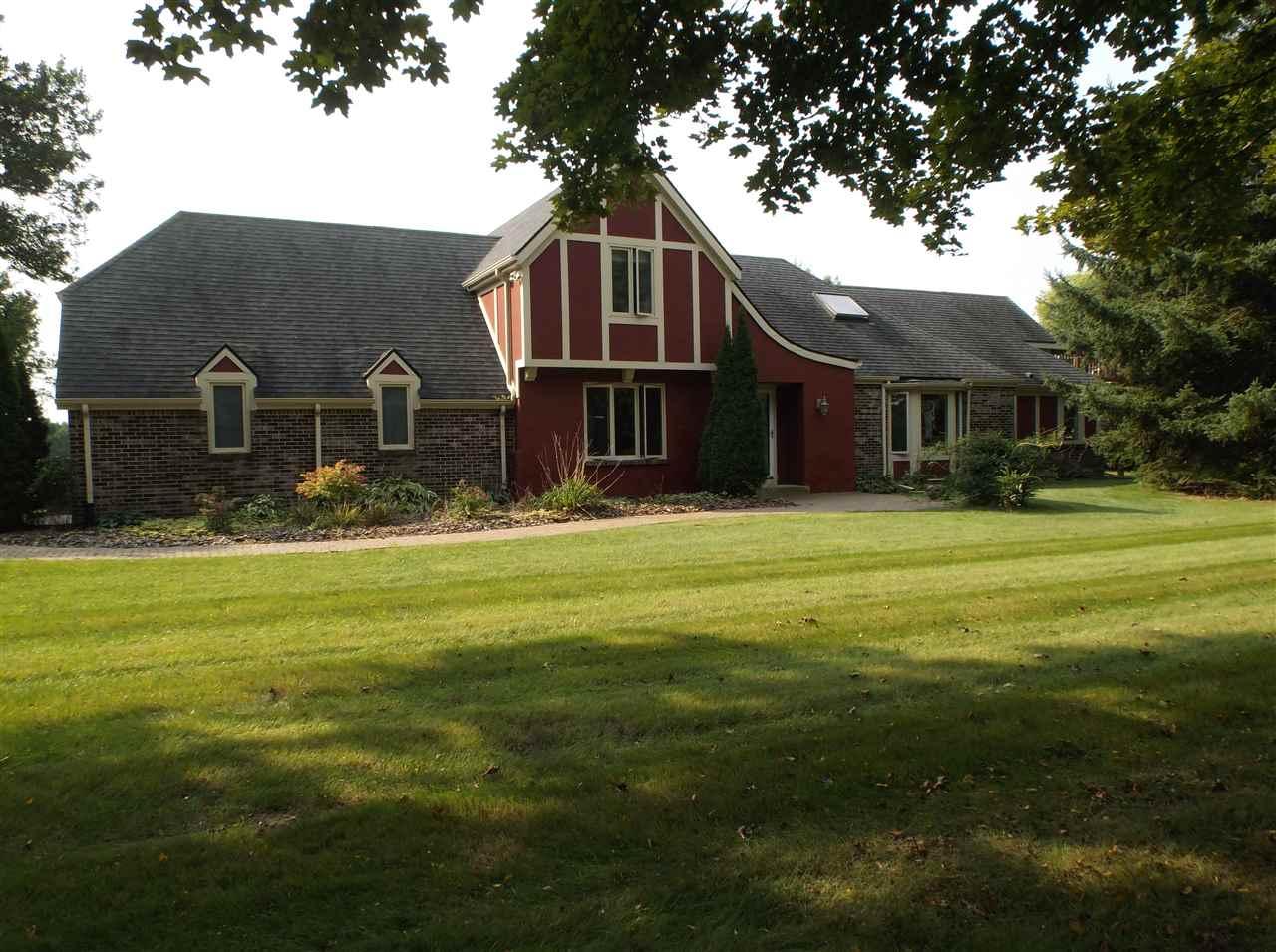 3757 Meadowbrooke Cir, Windsor, WI 53532