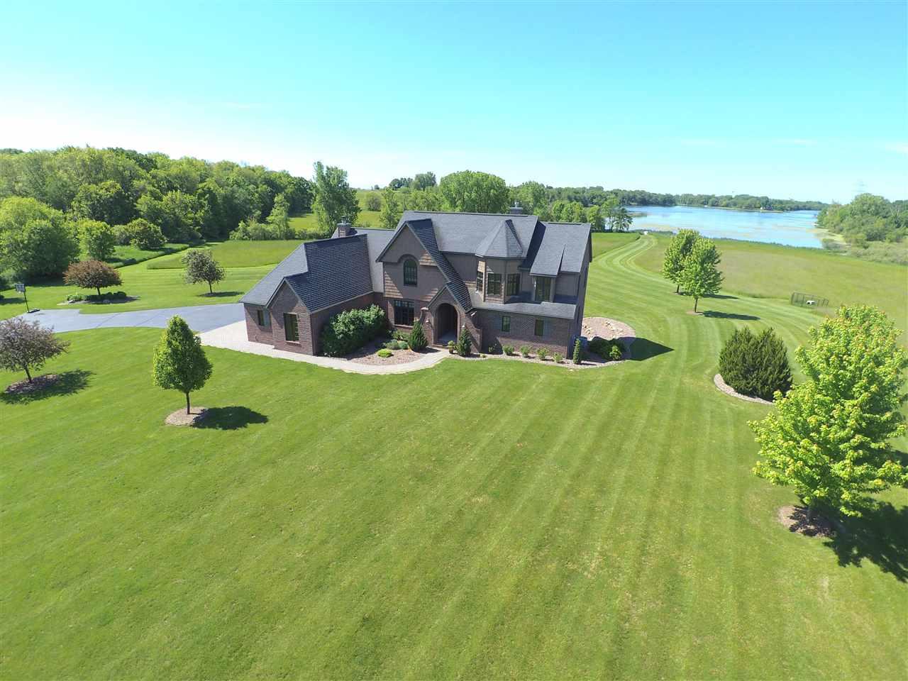 W501 Oak Shore Dr, Fountain Prairie, WI 53932