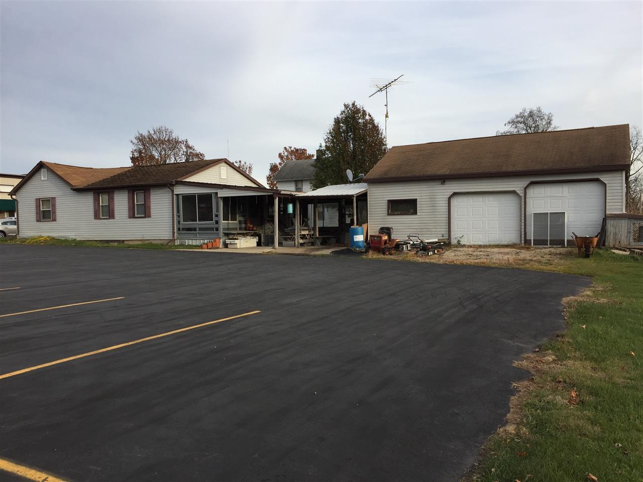 39 W Main St, Benton, WI 53803