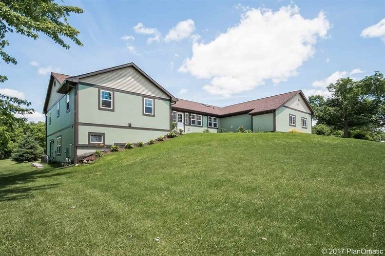 10910 CAVE OF THE MOUNDS RD, Blue Mounds, WI 53517