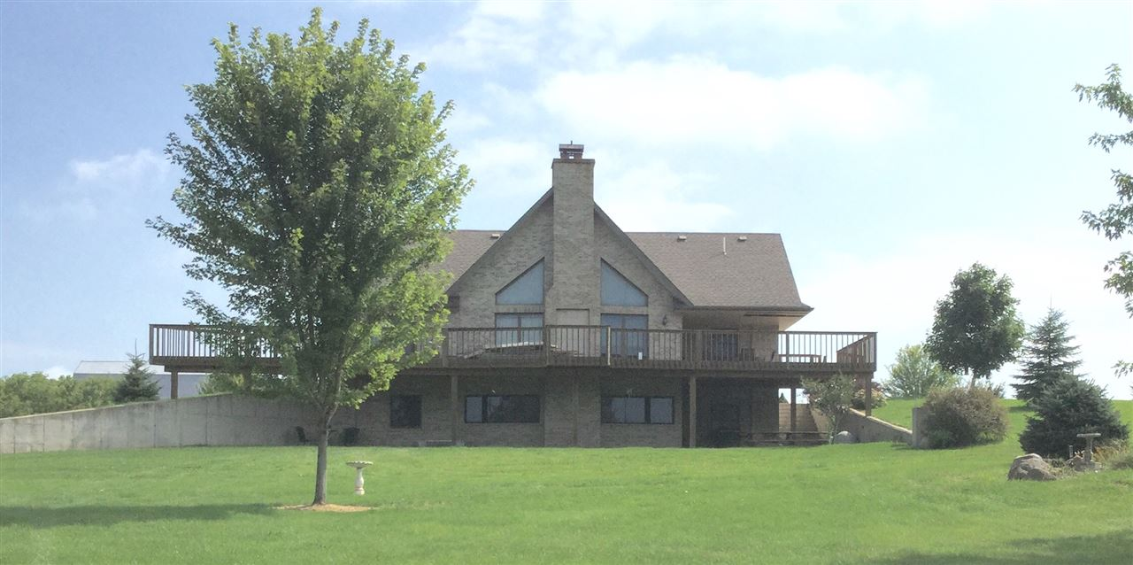 N2313 Frommader Rd, Hebron, WI 53538