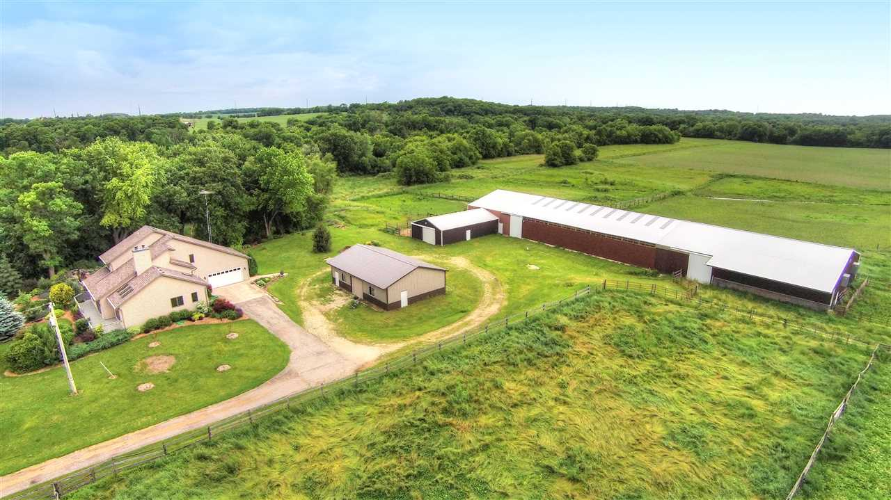 180 HOOPEN RD, Christiana, WI 53523