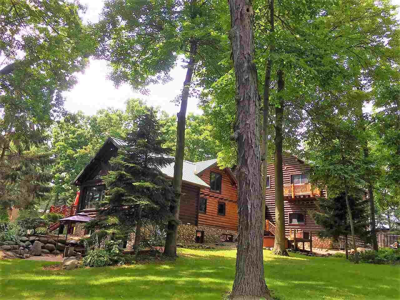 W1985 Twin Lakes Rd, Green Lake, WI 53946