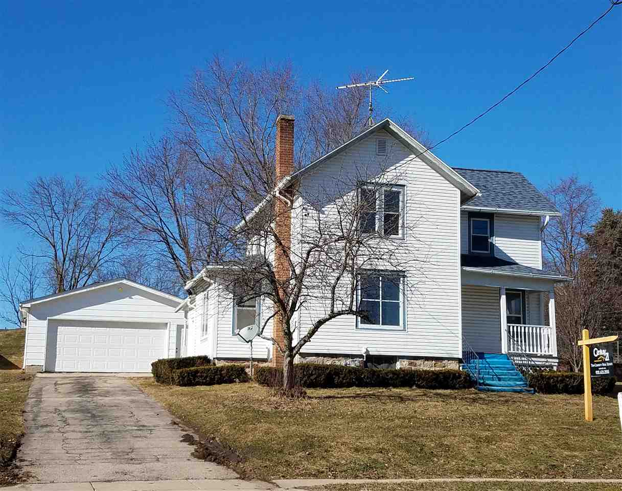 418 S MAIN ST, Fall River, WI 53932