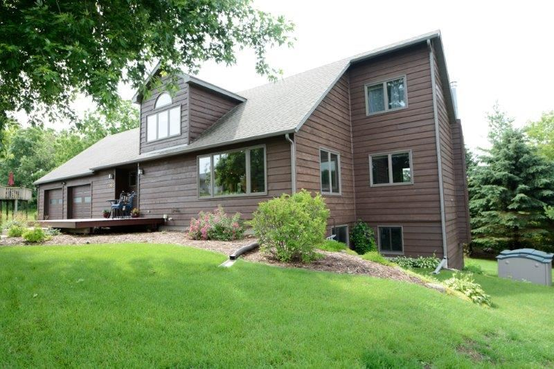 2915 Dolomite Springs Cir, Blue Mounds, WI 53517