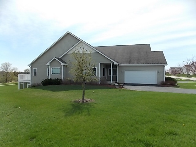 674 Waters Edge Dr 4, Whitewater, WI 53190