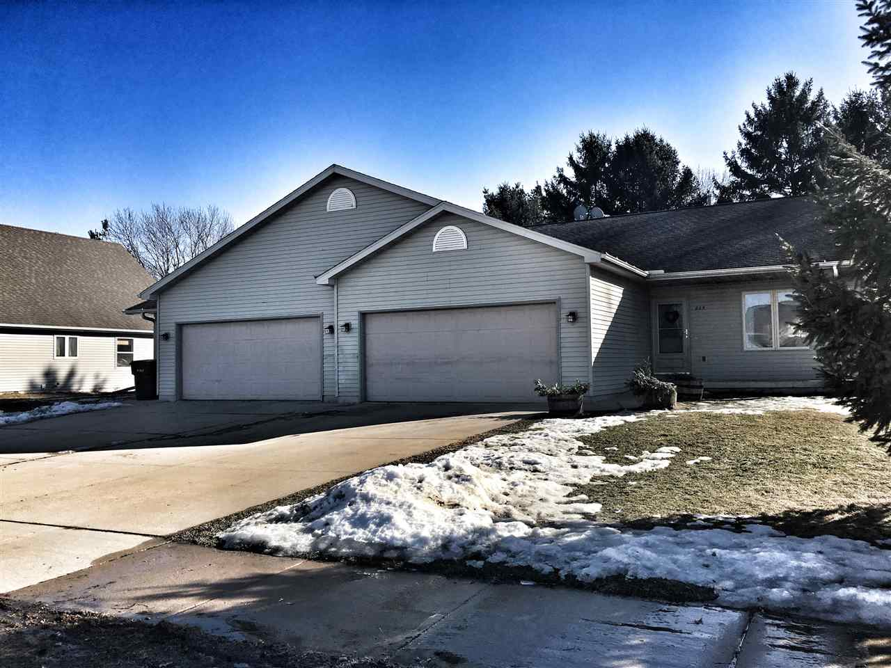223-225 DIVISION ST, Brooklyn, WI 53521