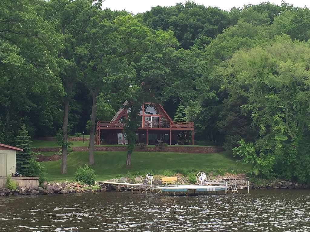 W11037 LAKEVIEW DR, Caledonia, WI 53561