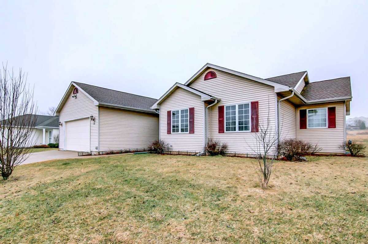 1101 Lexington Way, Waterloo, WI 53594