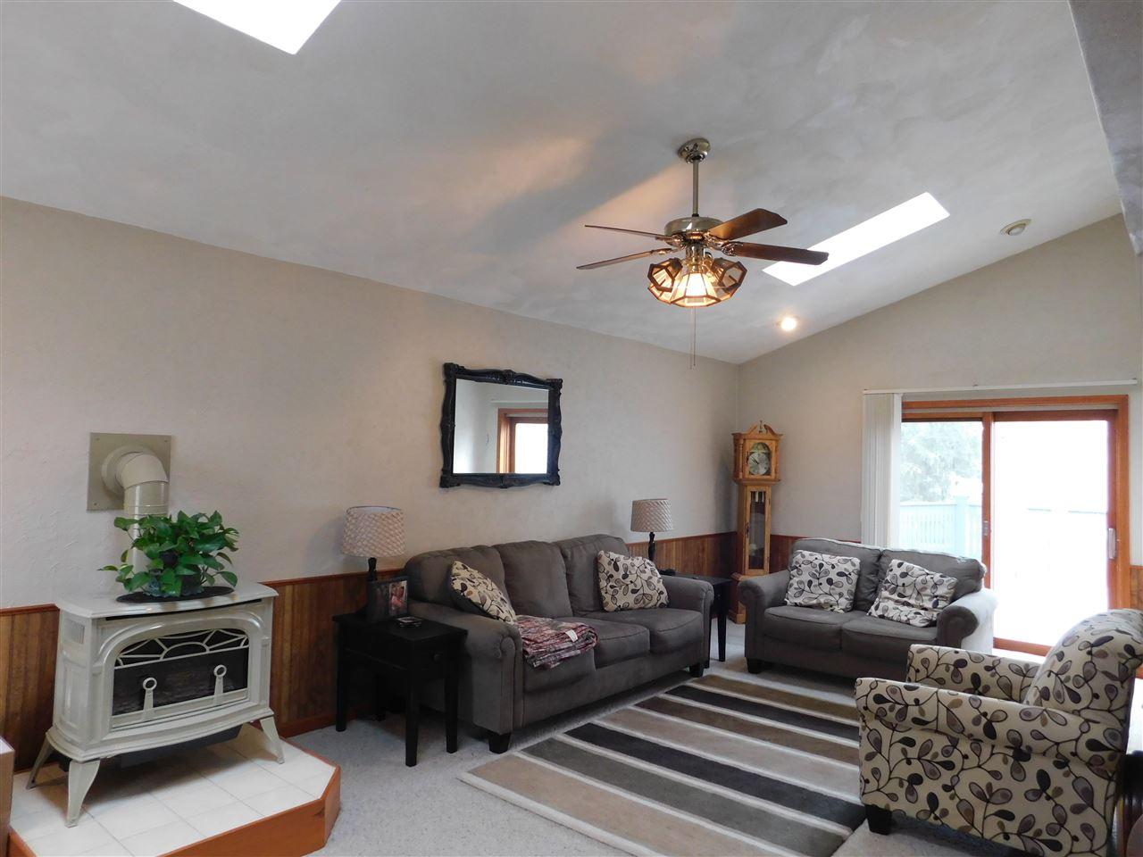 811 N Beaumont Rd, Prairie Du Chien, WI 53821