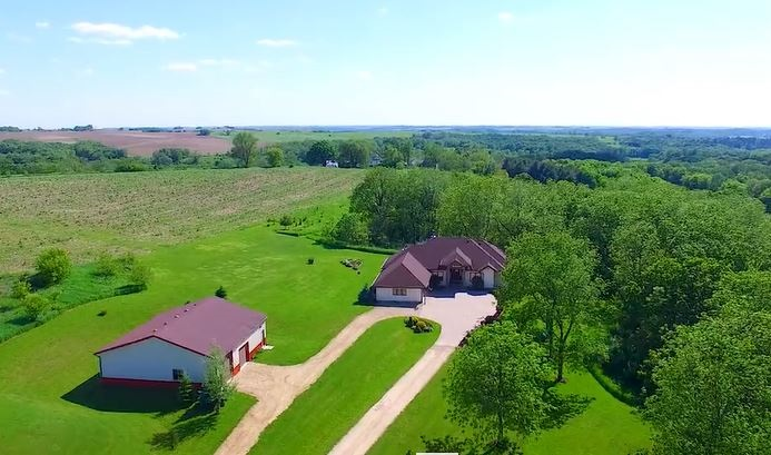 10841 Spring Creek Rd, Perry, WI 53517