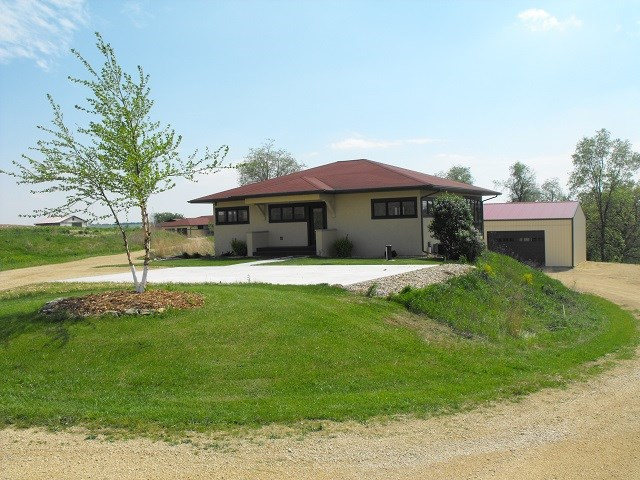 1049 Miller Rd, Mineral Point, WI 53565
