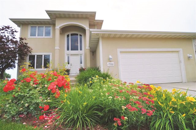 1705 Tierney Dr, Waunakee, WI 53597